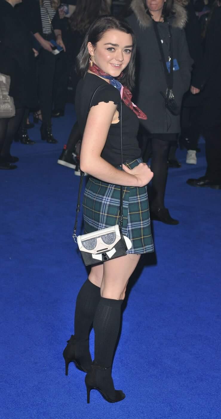 Maisie Williams ass (1)