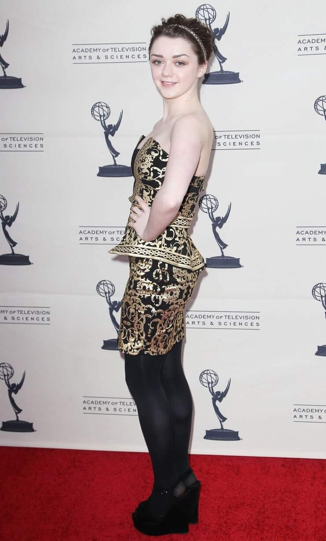 Maisie Williams hot ass (1)