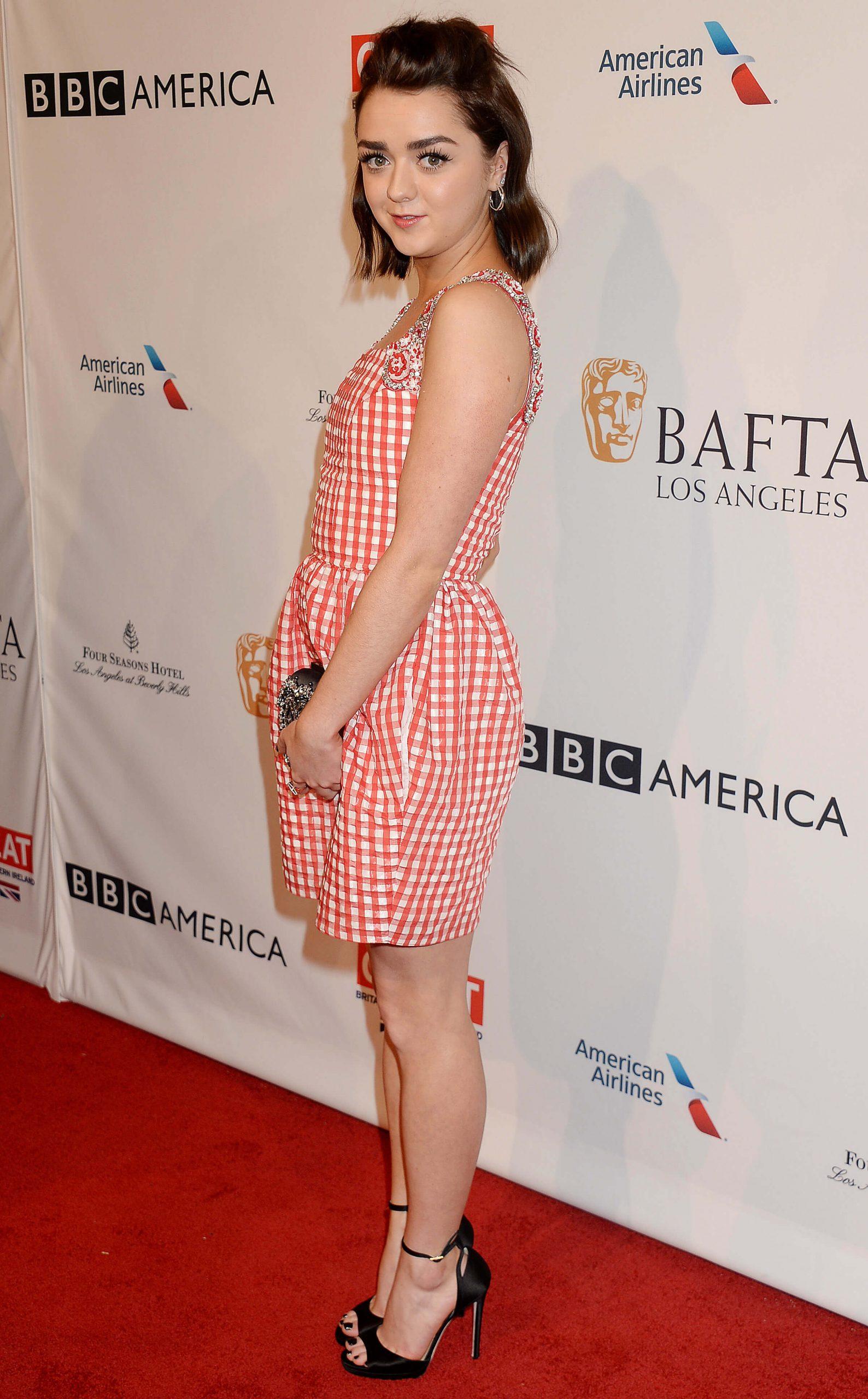Maisie Williams hot butt (2)