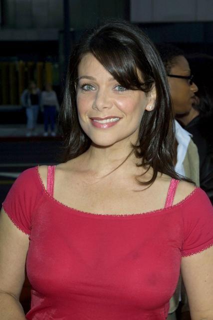 Meredith Salenger cleavage (1)