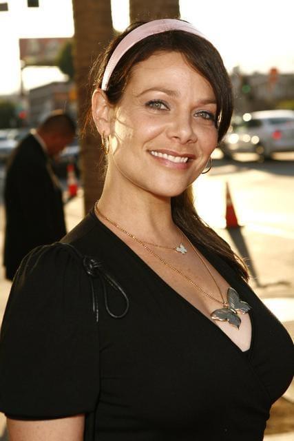 Meredith Salenger cleavage (2)