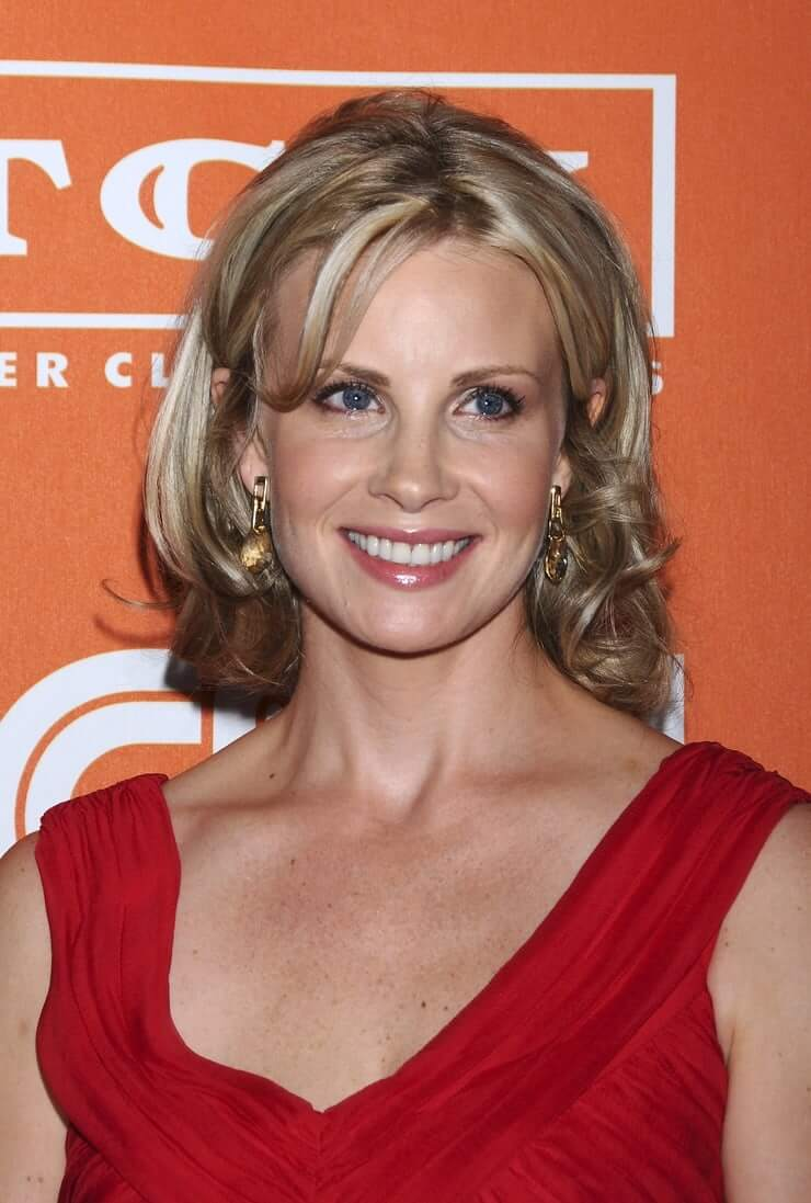 Monica Potter cleavage (2)