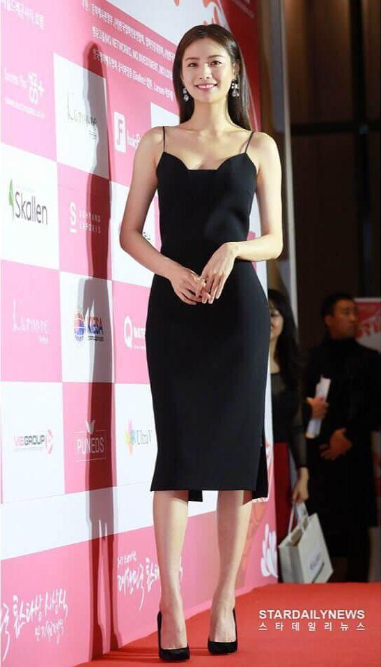 Nana K-Pop cleavage pics
