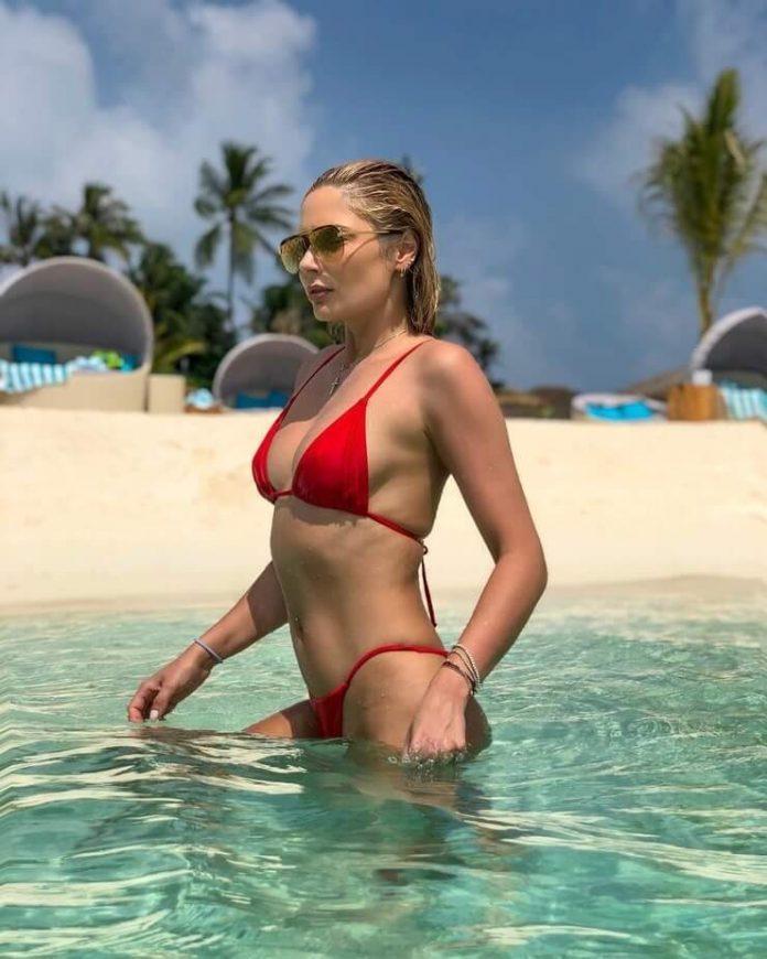 Natalya Rudova red bikini pics