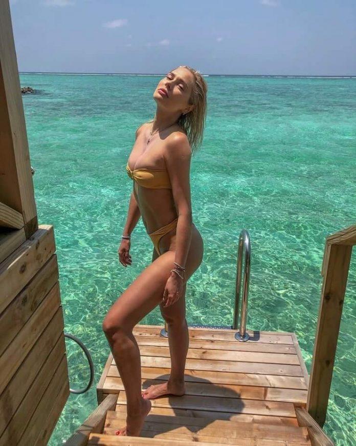 Natalya Rudova sexy legs pics