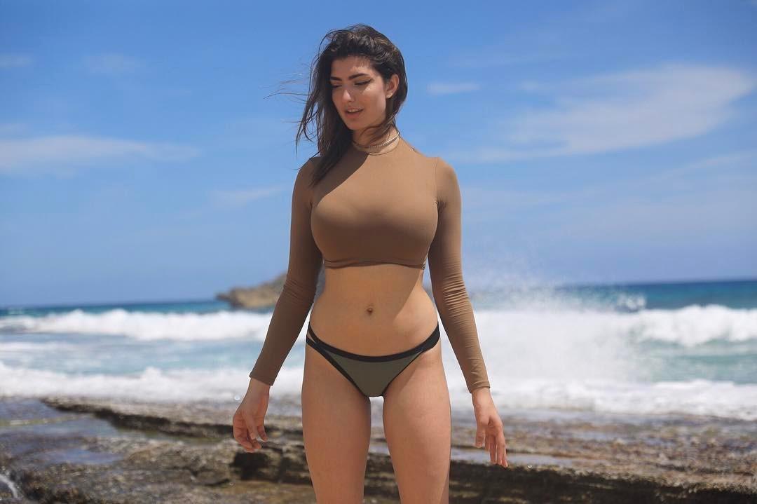 Rachel Levin bikini pictures