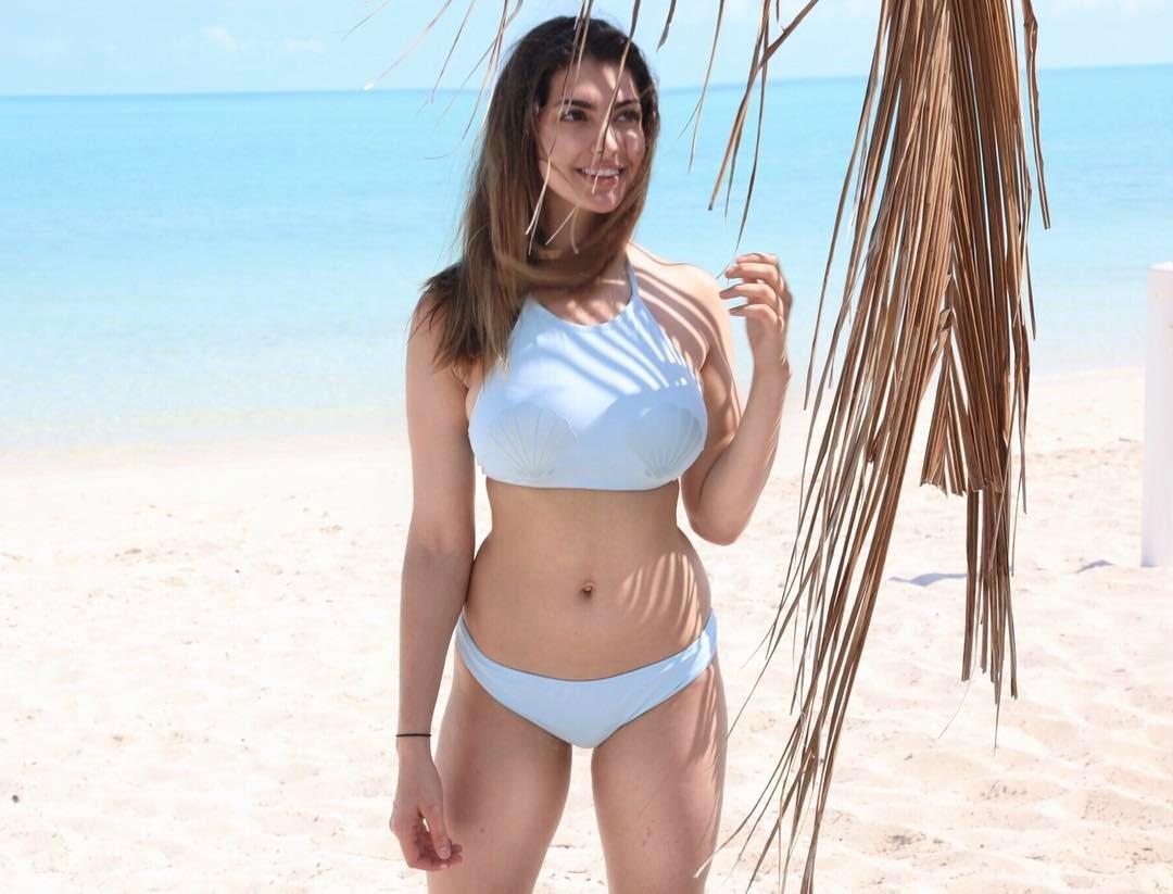 Rachel Levin sexy bikini pictures
