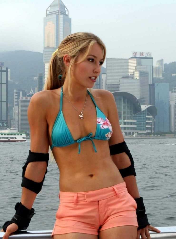 Sarah Carter hot bikini (1)