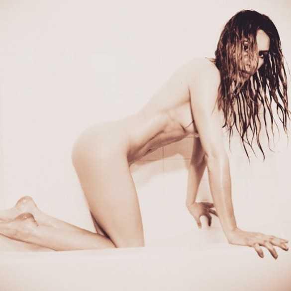 Sarah Carter sexy (1)