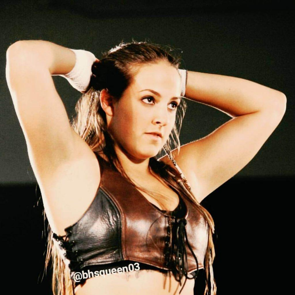 Sarah Logan big boobs (2)