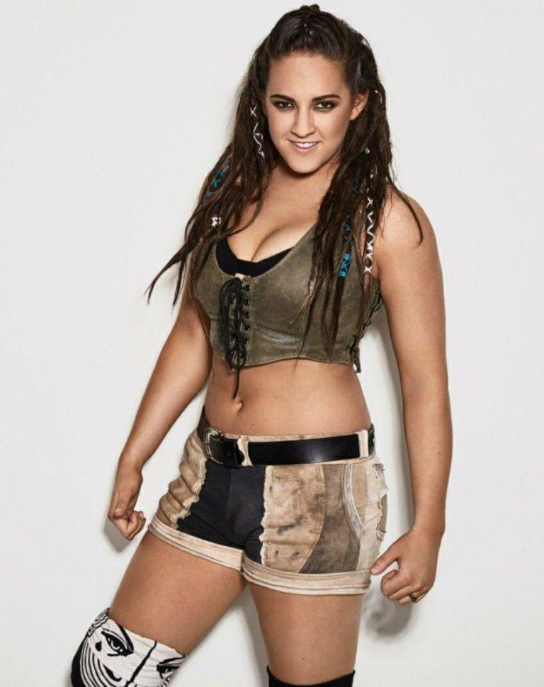 Sarah Logan hot (1)