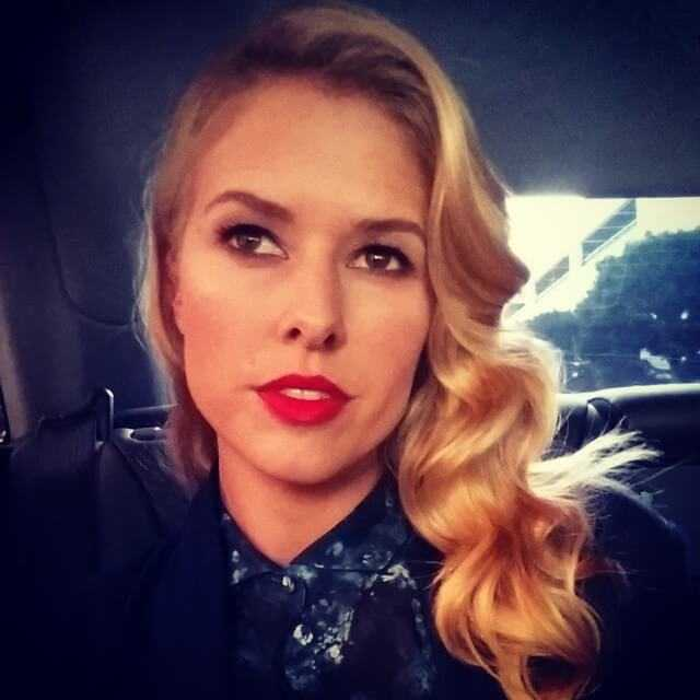 Sarah Wright hot looks (1)