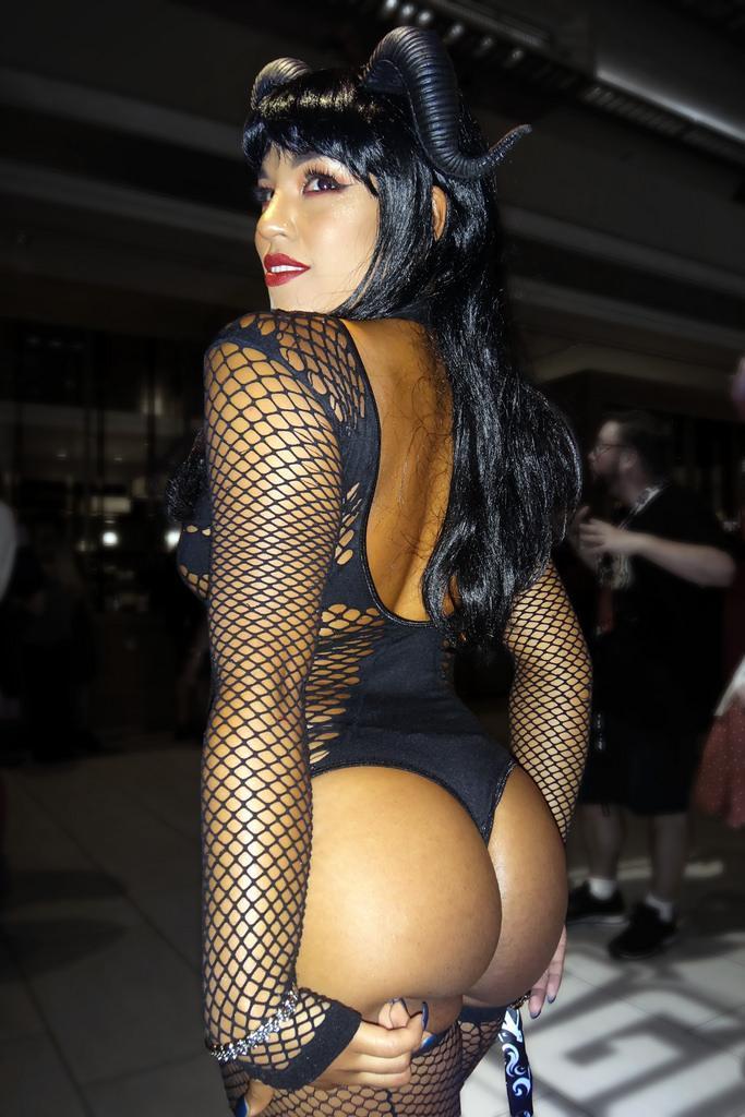 Succubus sexy ass pics