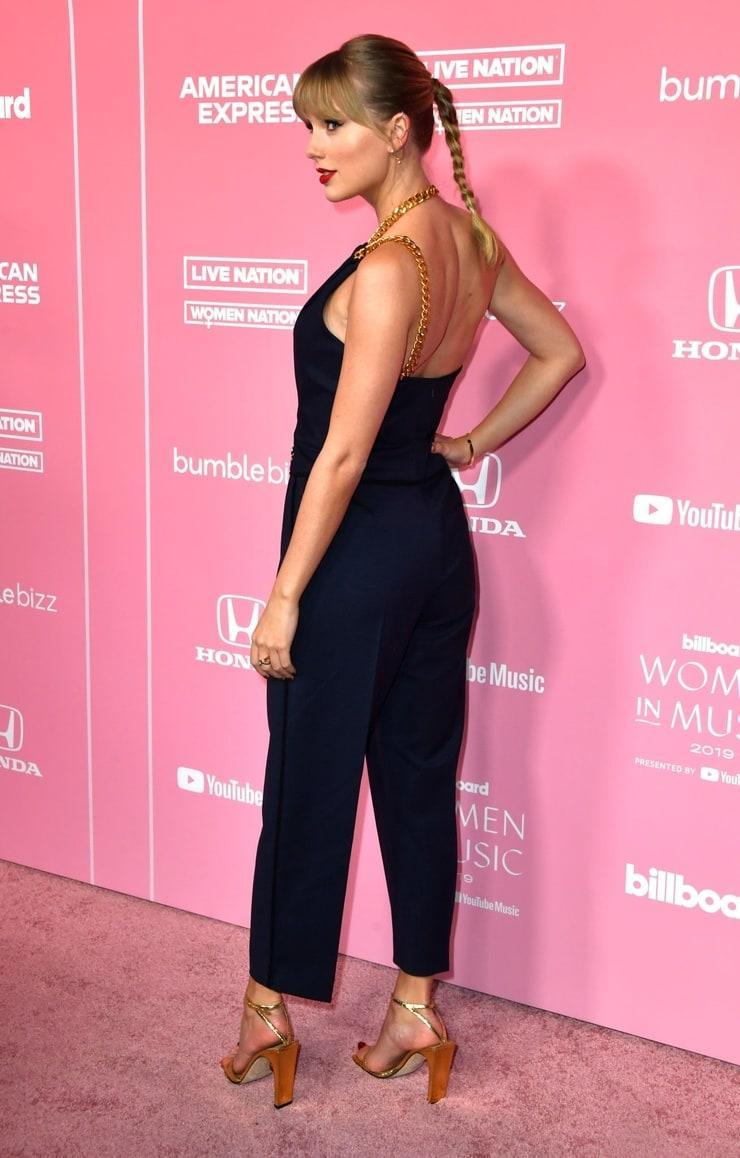 Taylor Swift ass (1)