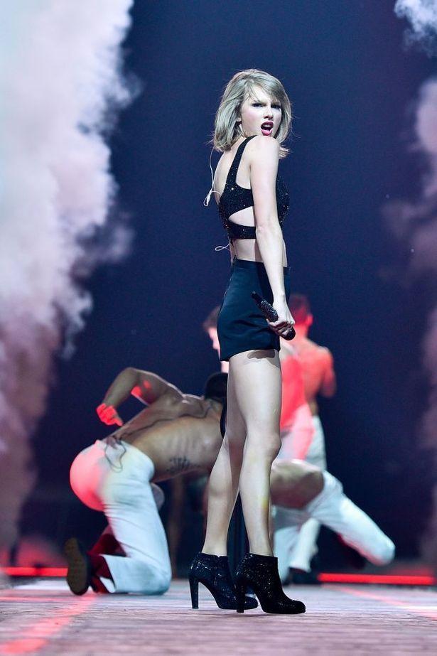 Taylor Swift ass (3)