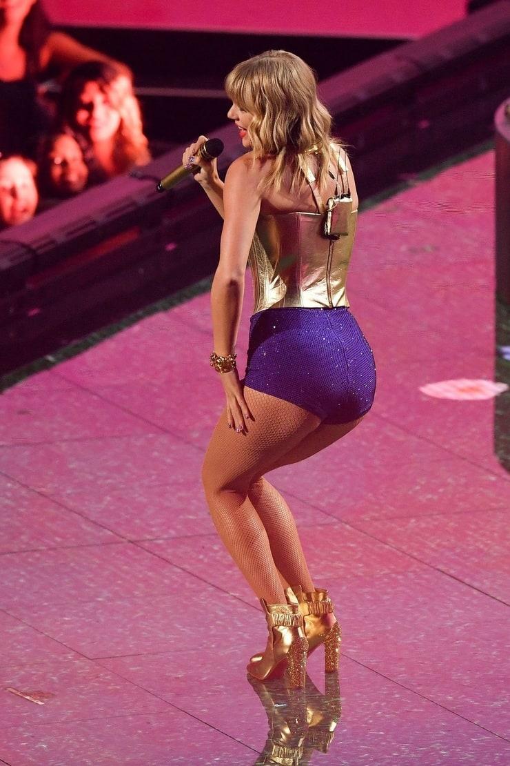 Taylor Swift ass (4)