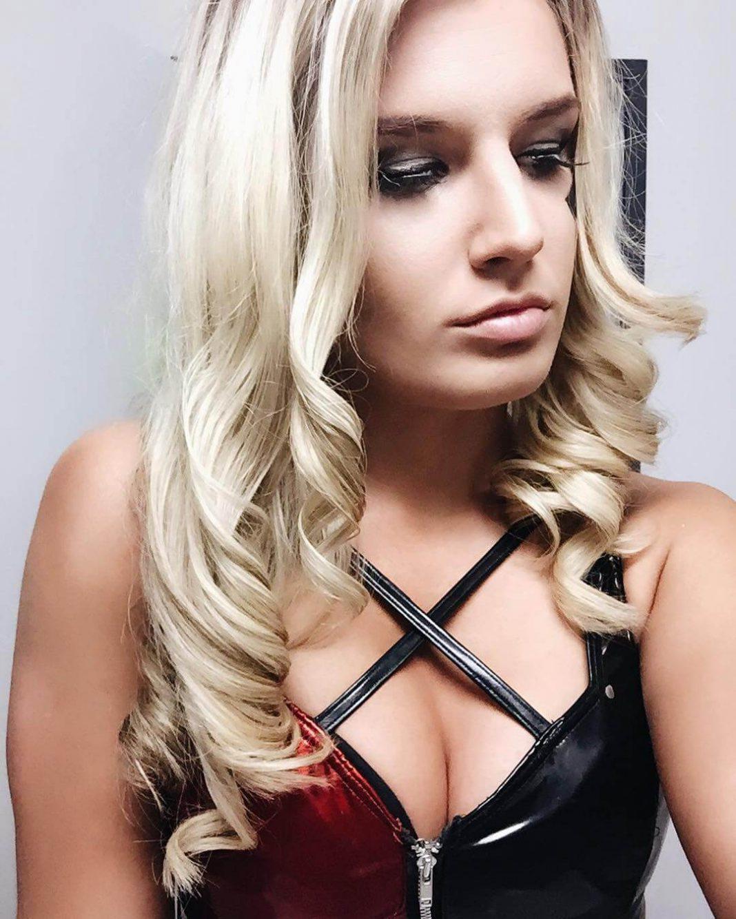 Toni Storm sexy (2)