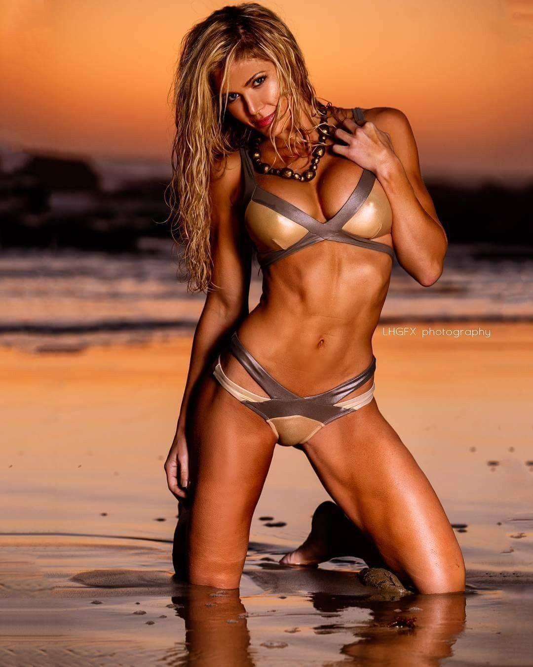 Torrie Wilson sexy look pic