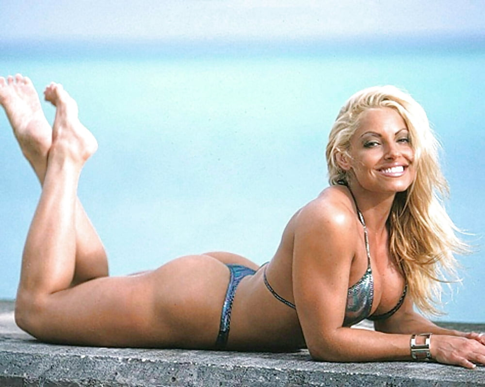 Trish Stratus awesome ass (2)