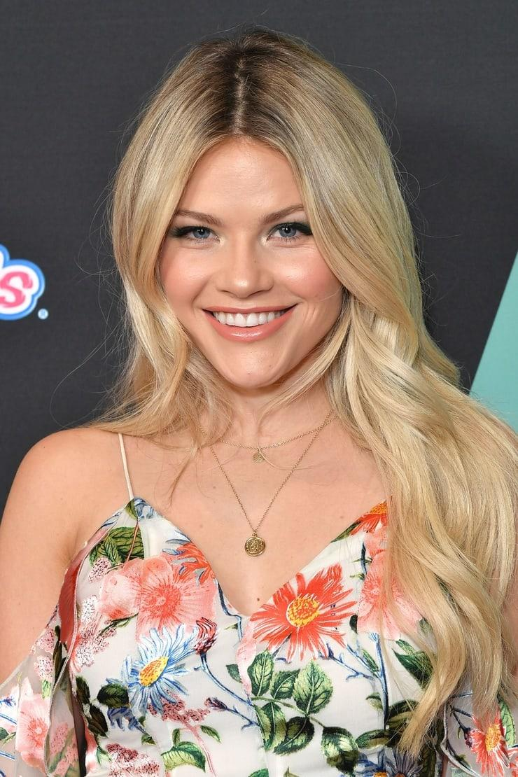 Witney Carson cleavage (1)