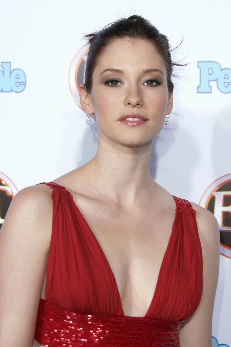chyler leigh sexy cleavage pic