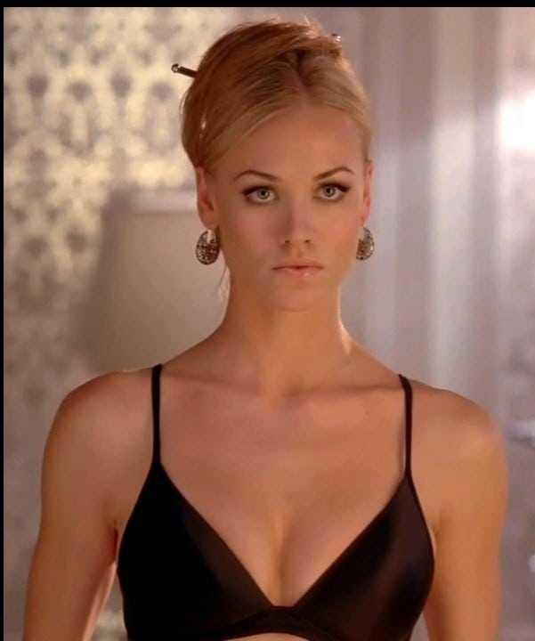 yvonne strahovski sexy boobs