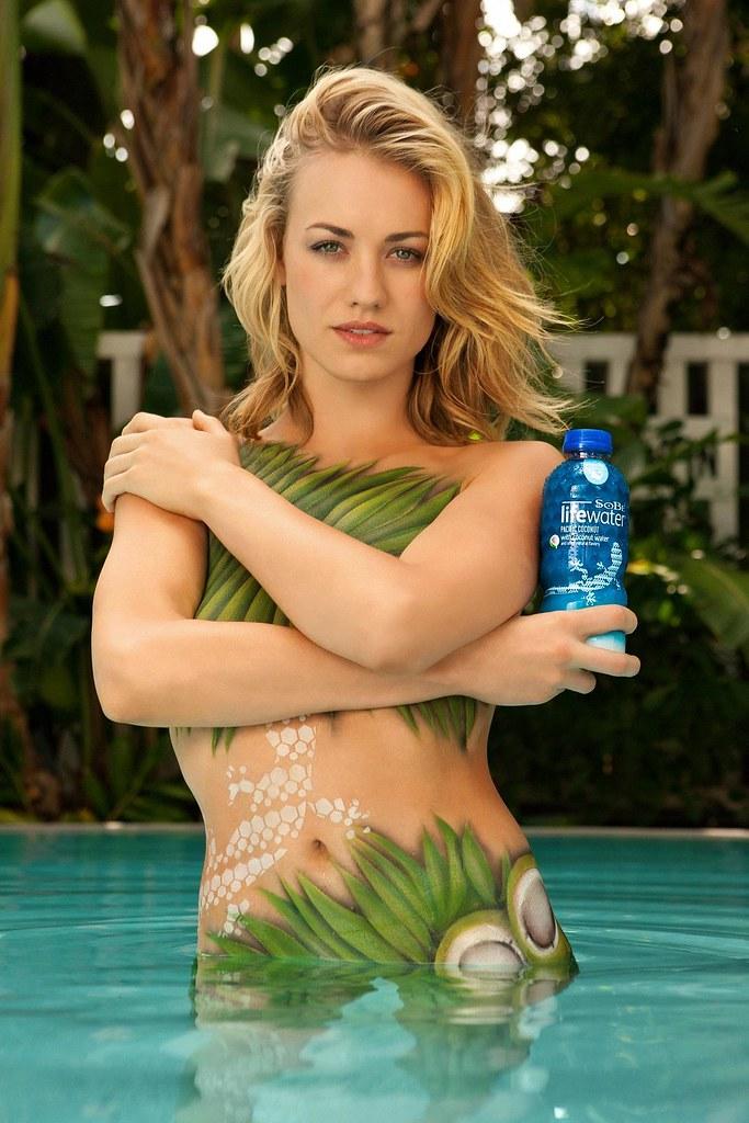yvonne strahovski topless pic