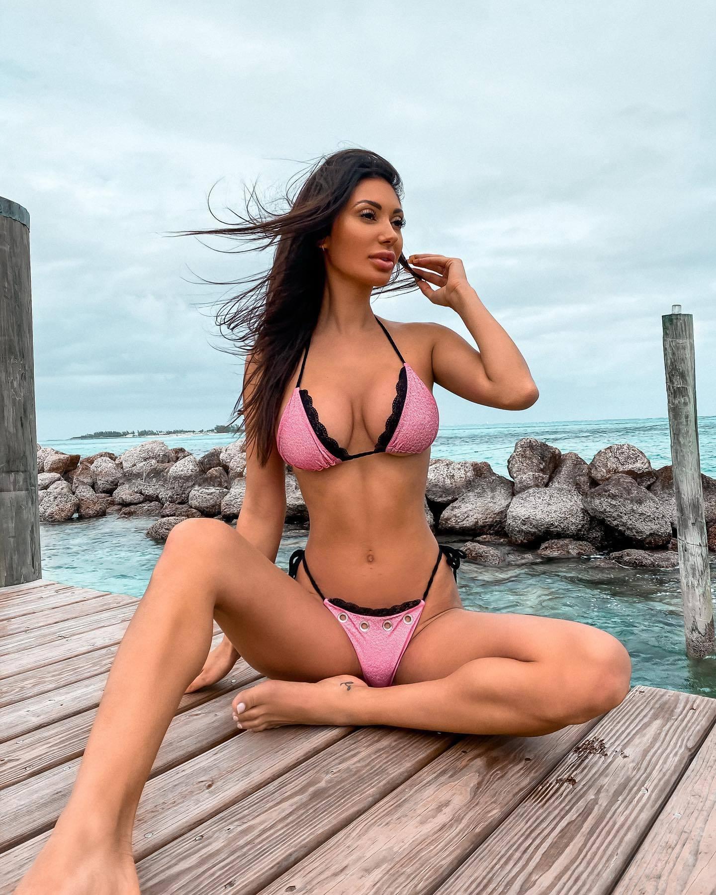 Francesca Farago sexy