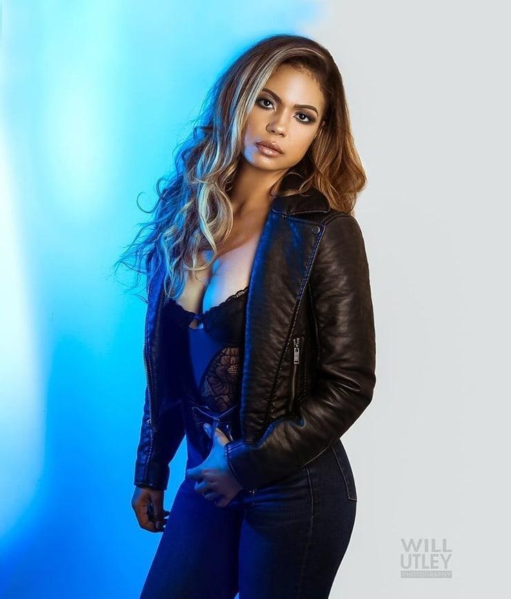 Jennifer Freeman sexy pics