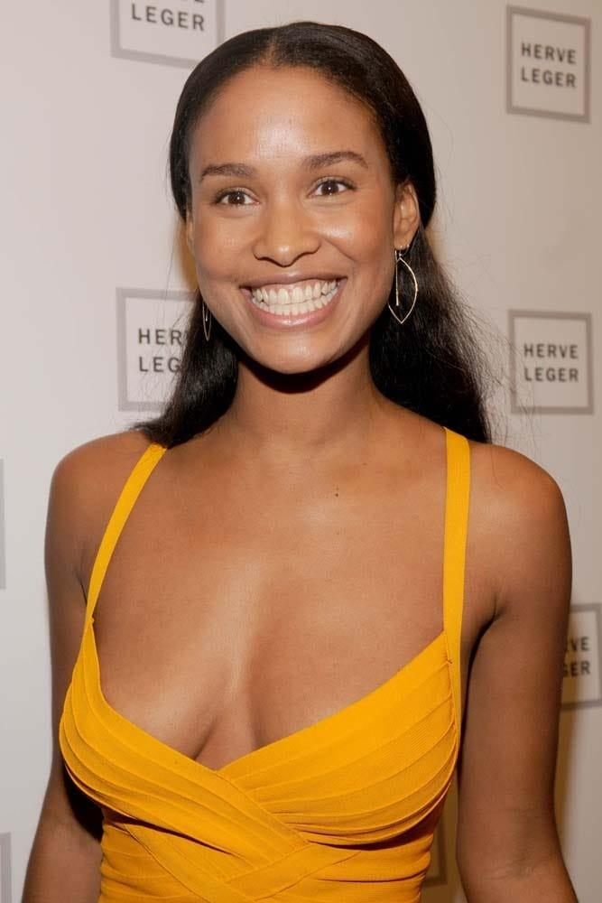 Joy Bryant hot cleavage