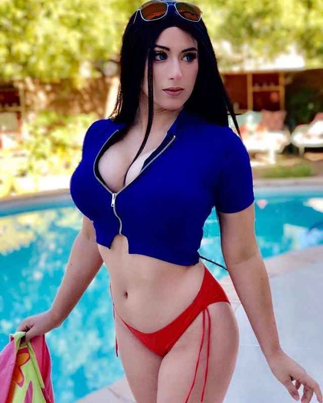 Nico Robin hot photo