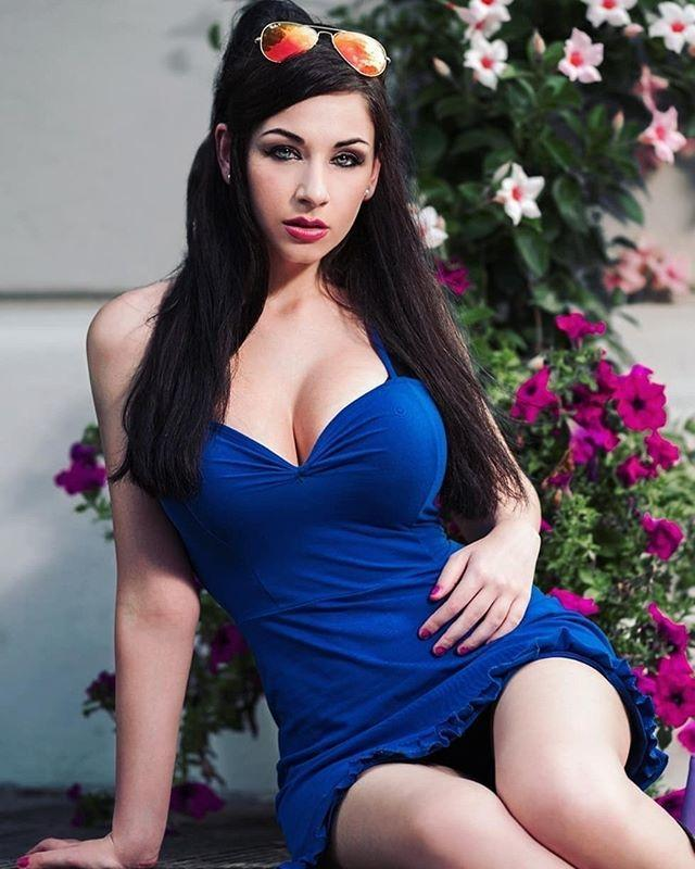 Nico Robin sexy pics