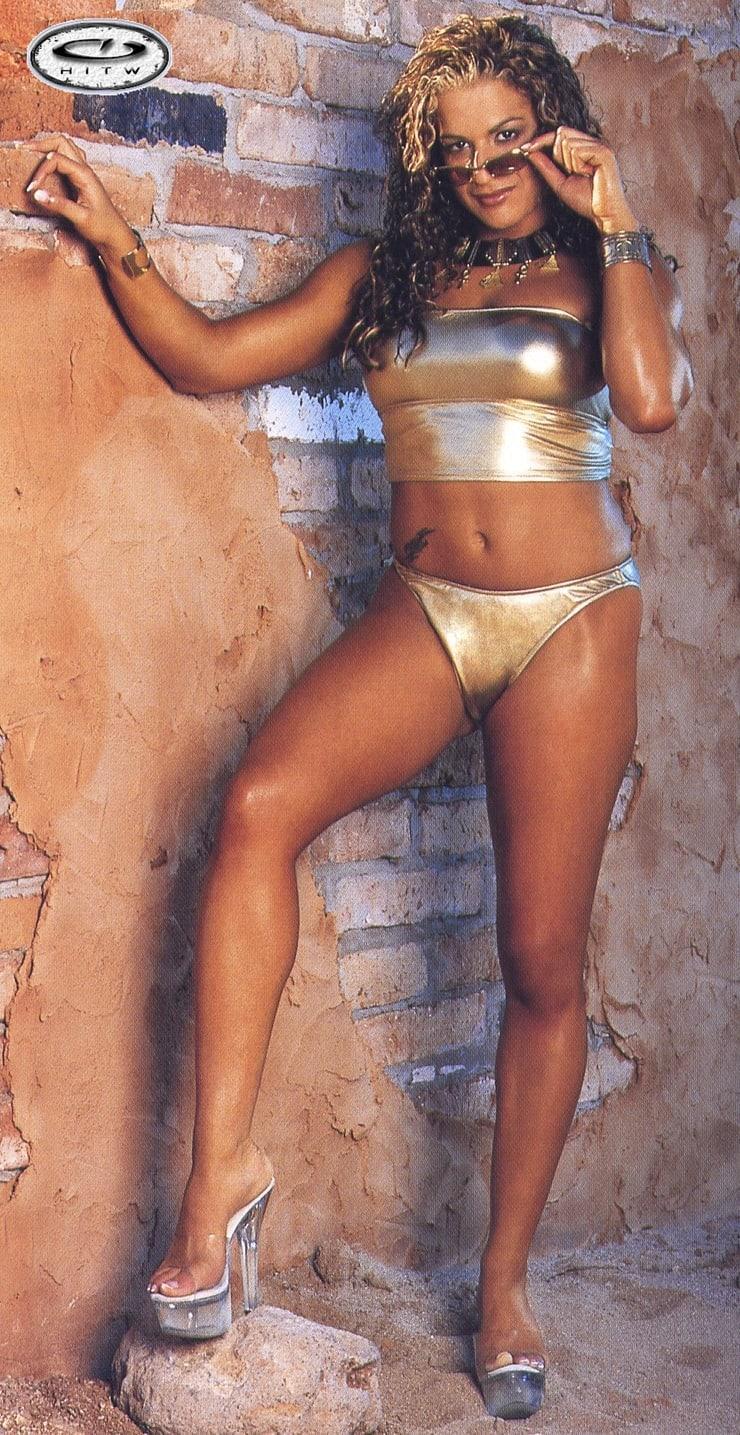Nidia Guenard sexy pic