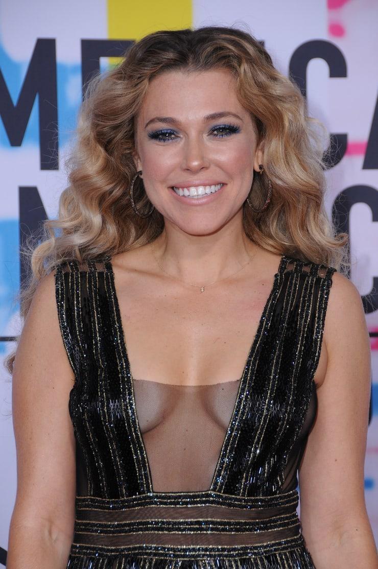 Rachel Platten cleavage pic