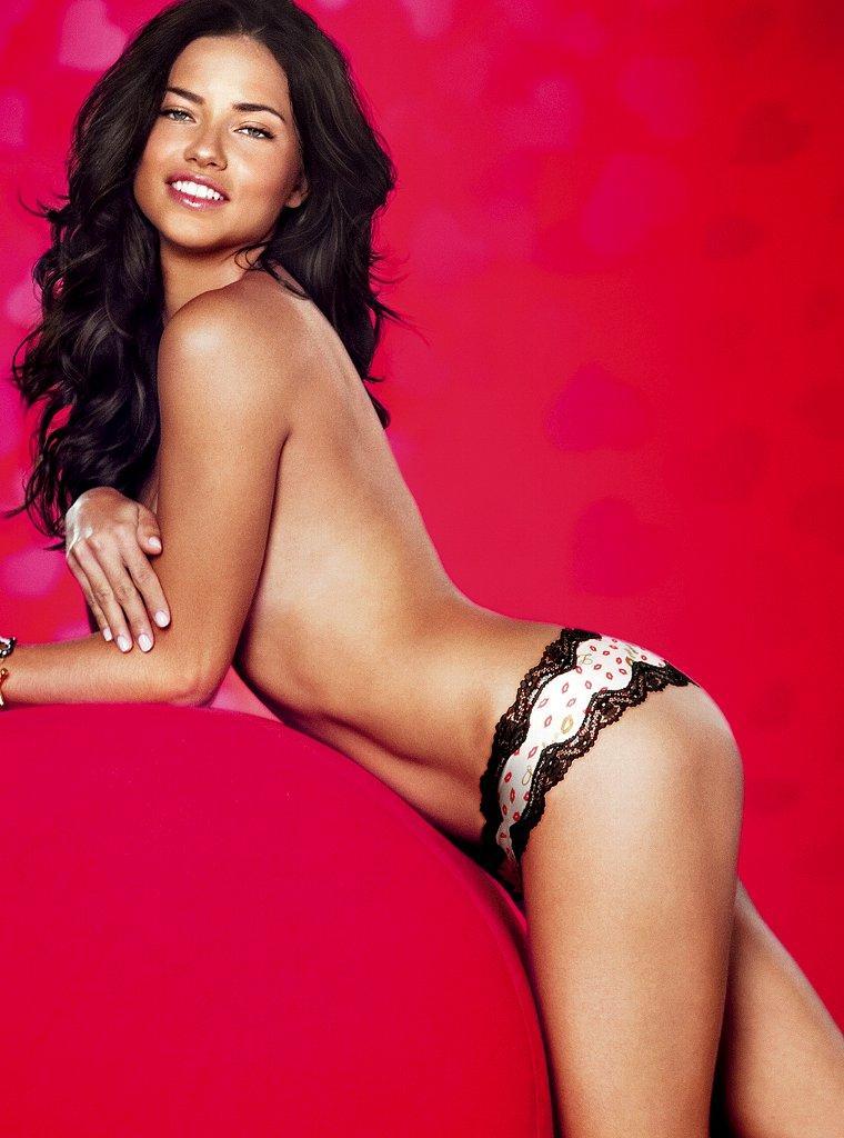Adriana Lima amazing booty pics