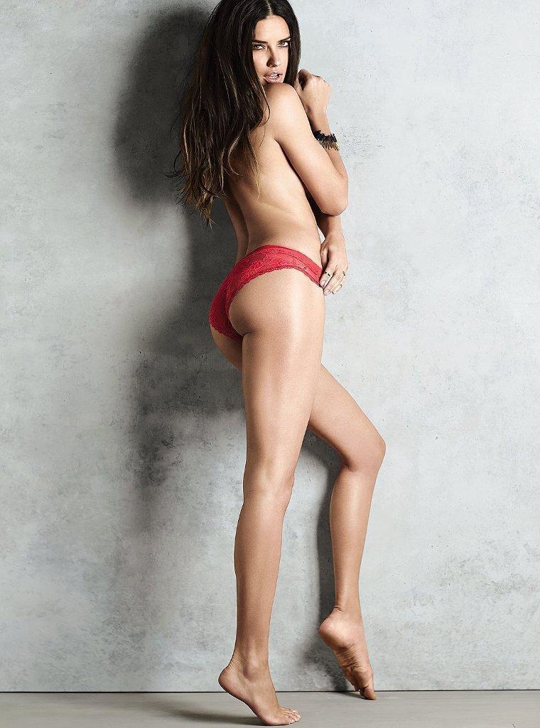 Adriana Lima hot side ass pics