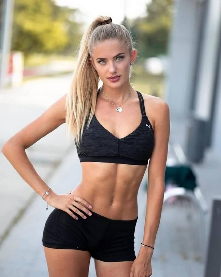Alicia Schmidt sexy cleavage pics