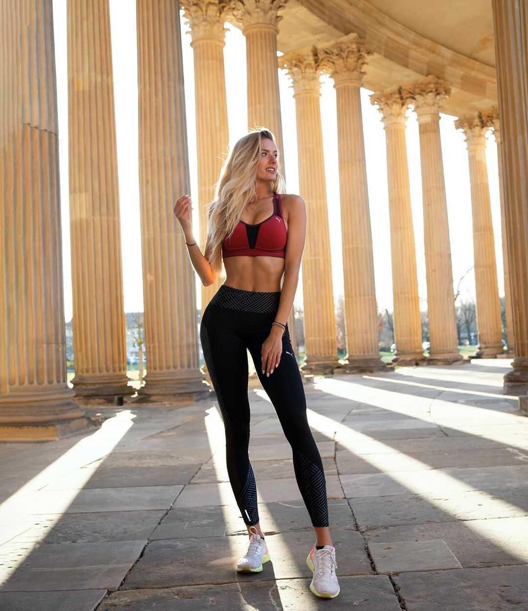 Alicia Schmidt topless pics