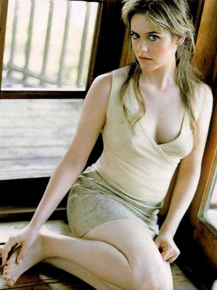 Alicia Silverstone sexy cleavage pics