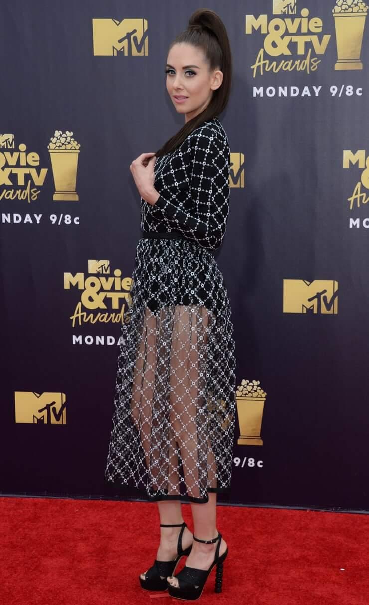 Alison Brie amazing booty pics
