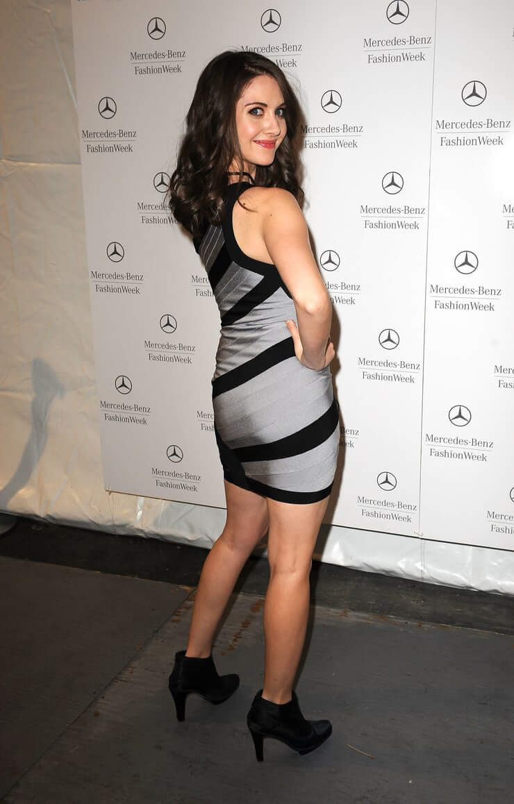 Alison Brie sexy ass pictures