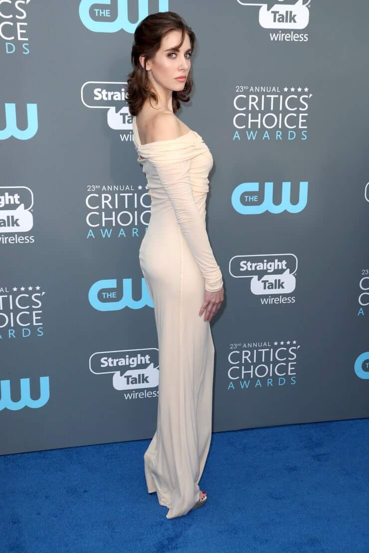 Alison Brie sexy side ass pics