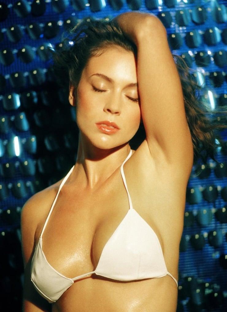 Alysa Milano sexy cleavage pics