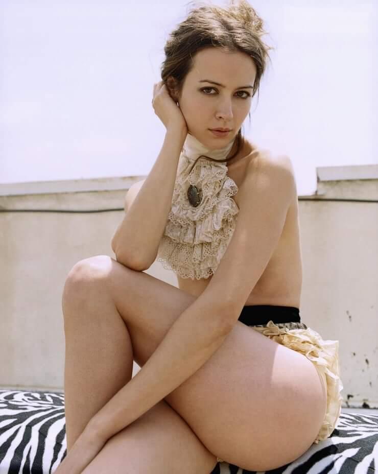 Amy Acker sexy ass pics