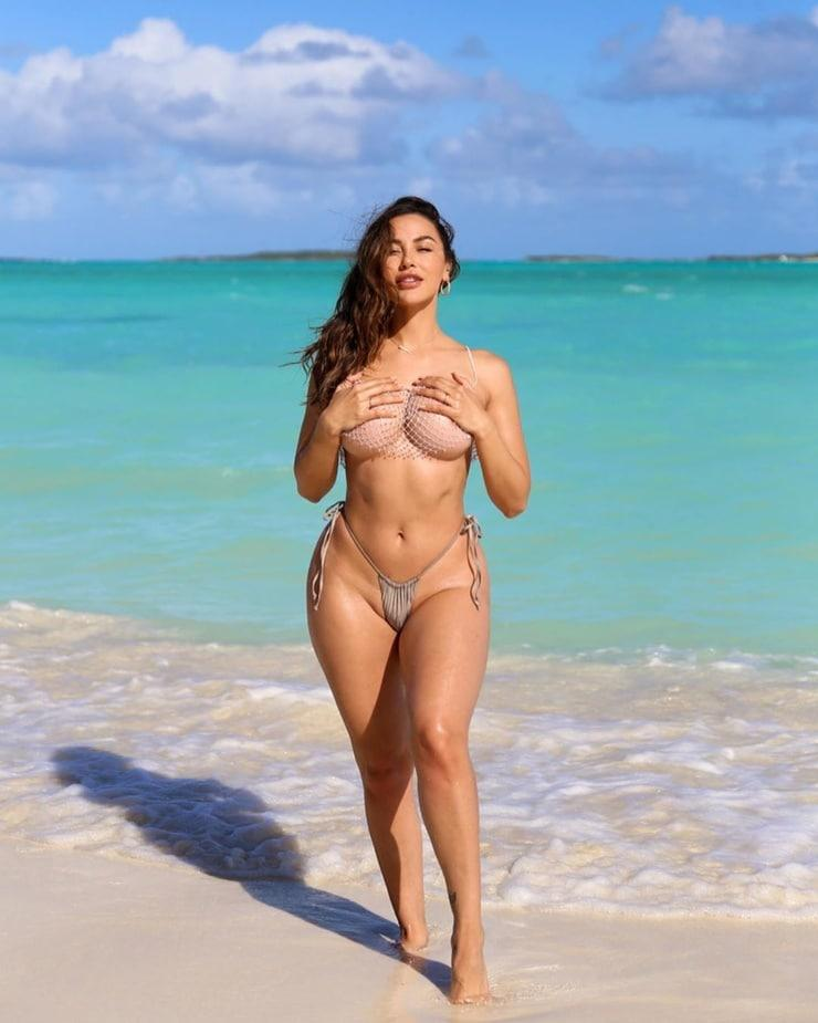 Ana Cheri big busty pics