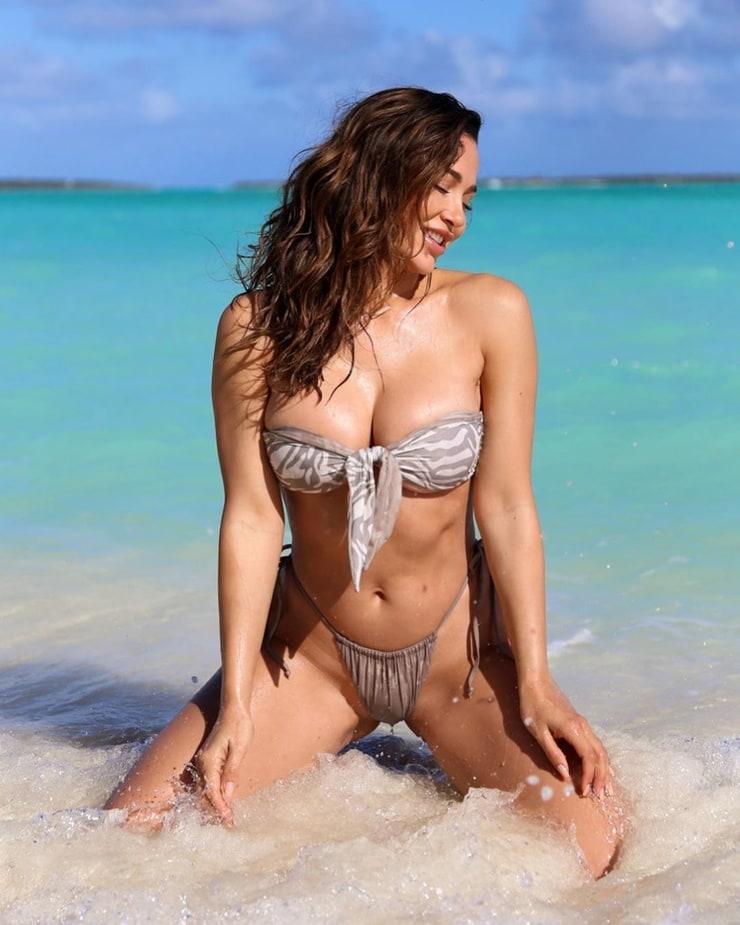Ana Cheri cleavage pics