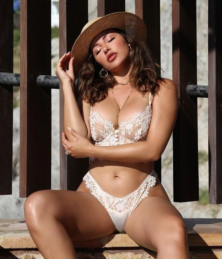 Ana Cheri sexy busty pics
