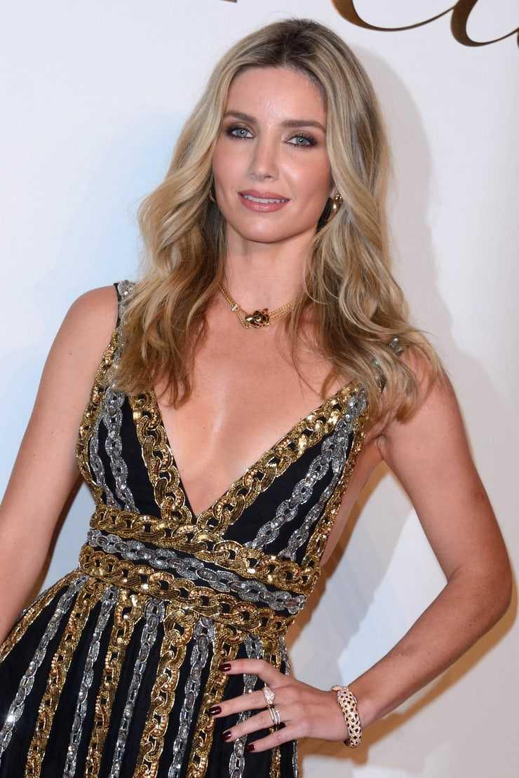 Annabelle Wallis hot look pics