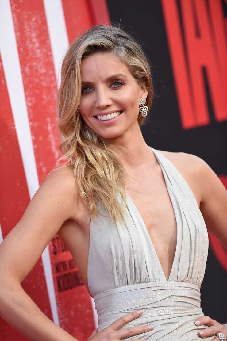 Annabelle Wallis hot look pictures