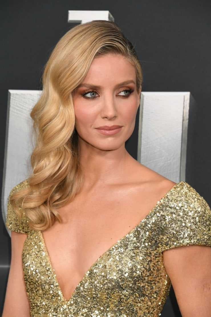 Annabelle Wallis sexy pictures